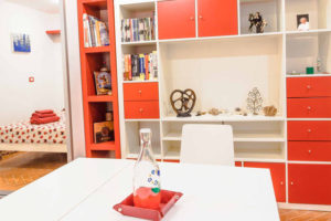 Library and table - Pigneto65 - Your home in Rome