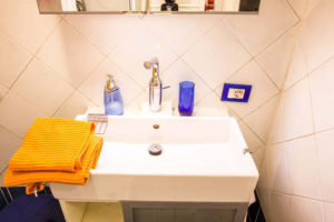 Sink and Toilet - Pigneto65 - your home in Rome